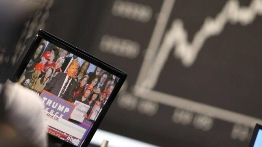 Ibovespa opera em alta de 2,22% e volta ao patamar dos 116 mil pontos