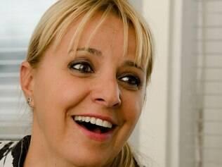 Mirela cai na gargalhada quando lembra de algumas passagens na época do tratamento. 'Fez botox? Não é quimio, mesmo!'