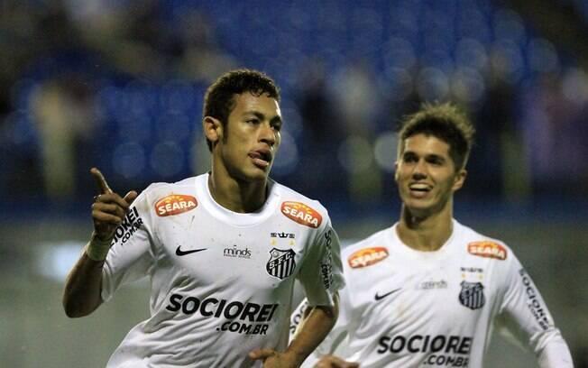 13 de abril de 2013 - Neymar voltou a marcar  quatro gols em uma única partida no Paulistão  deste ano, na vitória do Santos por 4 a 0 sobre o  União Barbarense