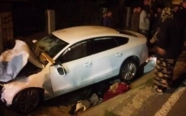 O Audi completamente destruído da miss: entre as vítimas está uma criança de apenas 5 anos