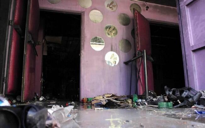 Pertences das vítimas ainda podem ser encontrados na entrada da casa noturna Kiss, em Santa Maria