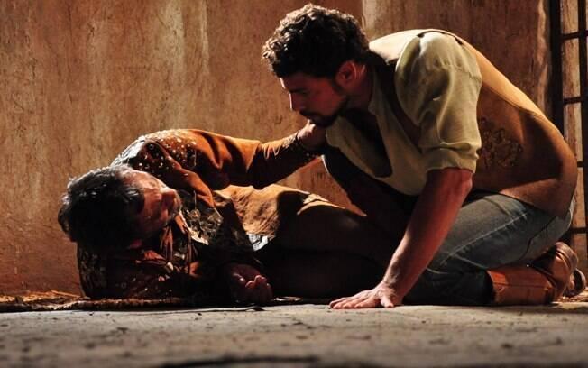 Jesuíno (Cauã Reymond) reencontra o pai, Herculano (Domingos Montagner), em