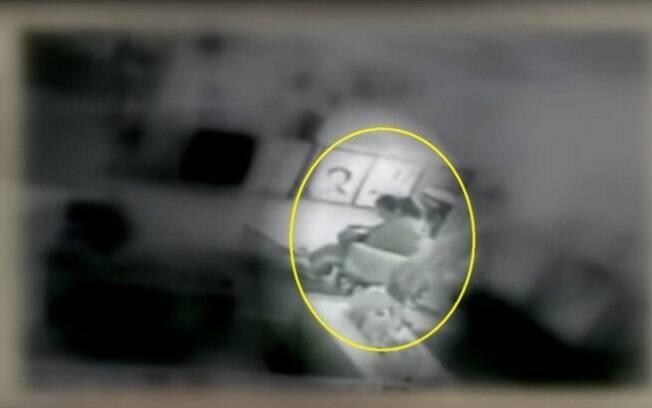 Norte-americana descobriu que funcionária estava amamentando seu filho quando viu as imagens de segurança da creche