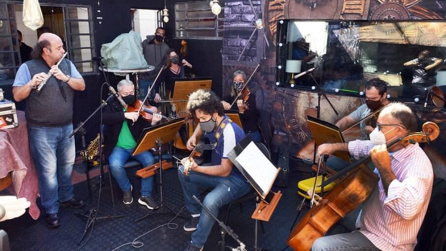 Ensaio do Quinteto da Sinfonica com os Musicos Derico e Diego para a Live do Bem