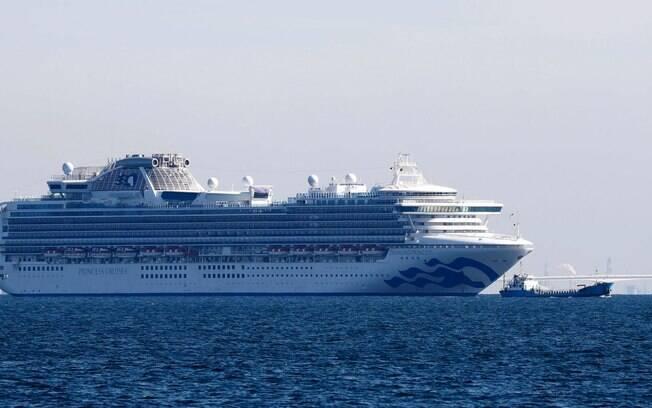 Navio cruzeiro possui 10 casos confirmados de coronavírus e 3.700 pessoas a bordo