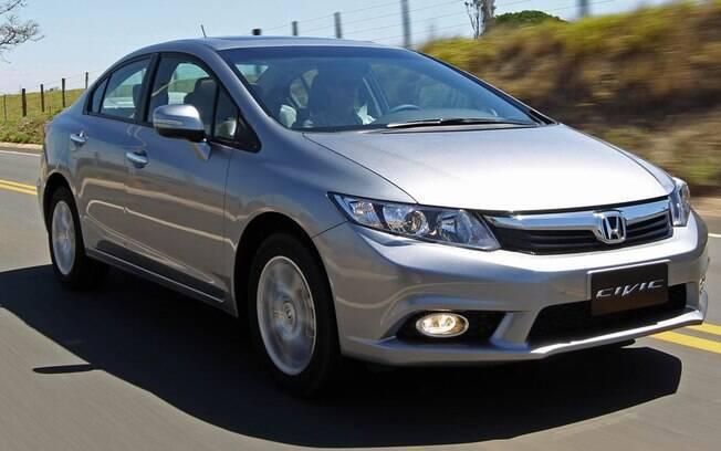 Honda Civic é uma das melhores opções entre os sedãs médios seminovos, custando menos que um City zero km