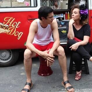 Niko tenta convencer Pilar a receber Felix de volta à mansão