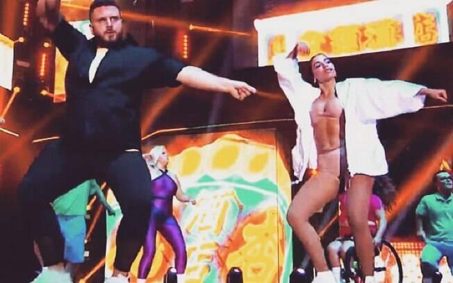 Dançarino Felipe Campus e Anitta no Prêmio Multishow 2017