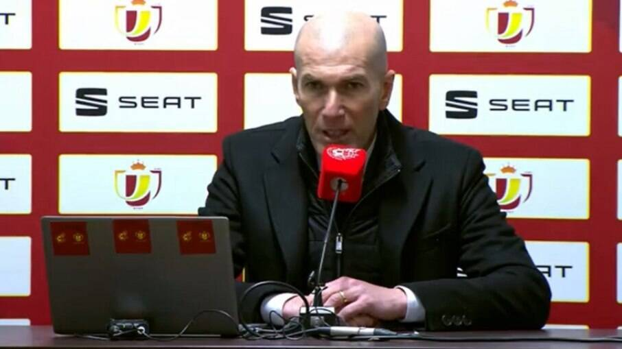 Torcedores pedem a demissão de Zidane
