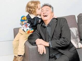 Beijo. João Paulo e Paulo Navarro