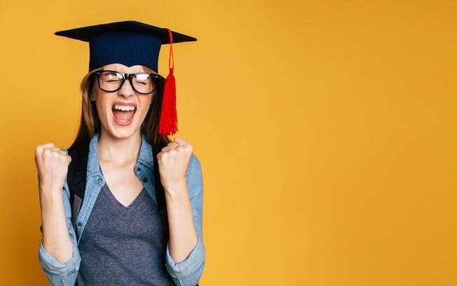 Tirar uma nota boa no Enem significa conseguir entrar numa boa universidade, muitas vezes usando opções como Fies e Prouni