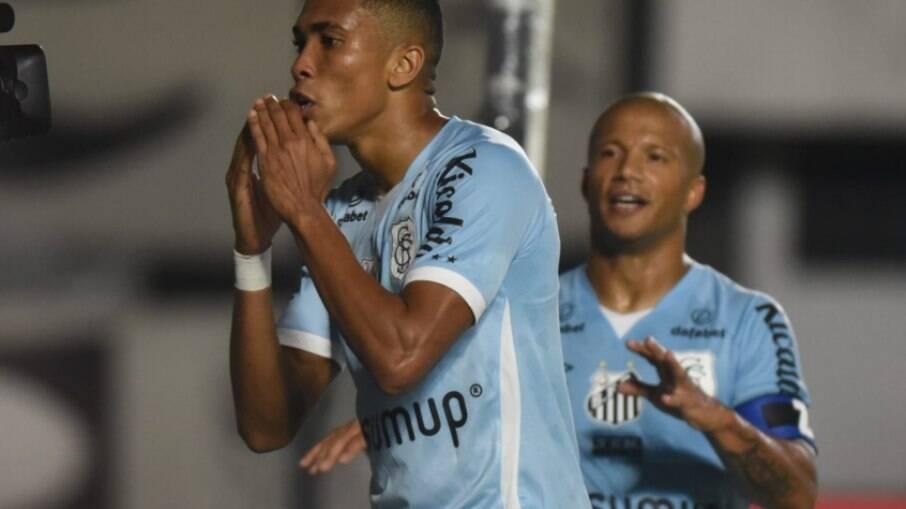 Santos goleou a Juazeirense na partida de ida