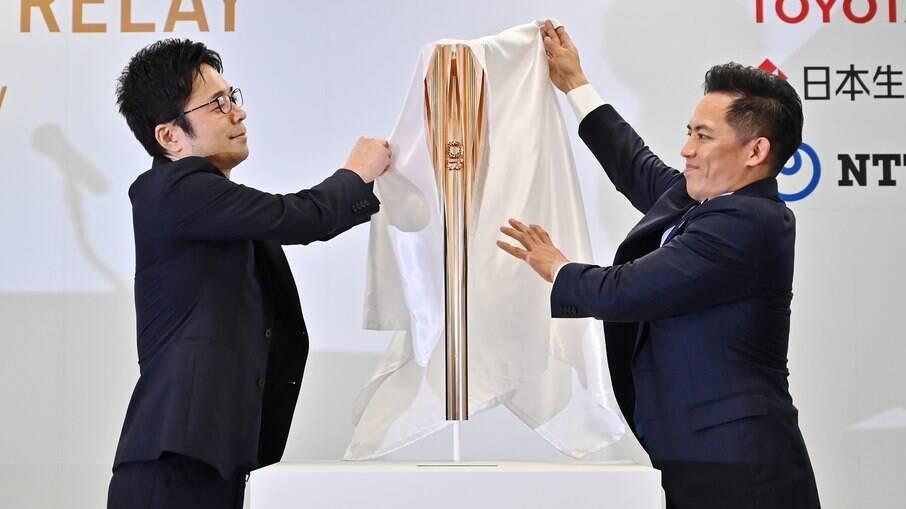 Comitê apresenta a tocha olímpica