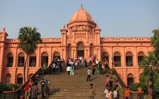 Bangladesh ficou em 3º lugar da pesquisa, com 93% dos entrevistados afirmando que são crentes. Na foto, o templo Ahsan Manzil, um dos pontos turísticos do país.. Foto: Ranadipam Basu/Wikipédia