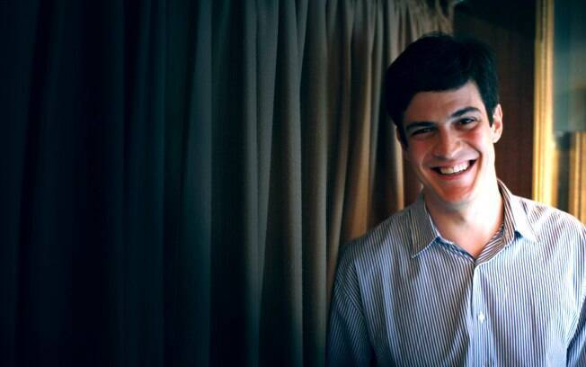 Mateus Solano diz que a sociedade ainda não está pronta para ver um beijo gay na TV