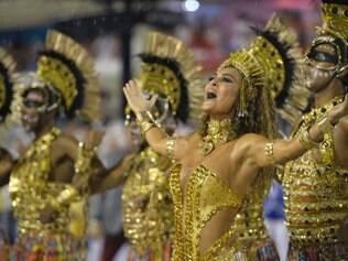 RJ - CARNAVAL/RIO/DESFILE/VIRADOURO - CIDADES - A atriz Juliana Paes é destaque na comissão de frente durante desfile da escola de samba Unidos do Viradouro na primeira noite de apresentações das agremiações do Grupo Especial do Carnaval do Rio de Janeiro, na Marquês de Sapucaí (Sambódromo), na noite deste domingo (15). 15/02/2015 - Foto: BRUNO DE LIMA/AGÊNCIA O DIA/AGÊNCIA O DIA/ESTADÃO CONTEÚDO
