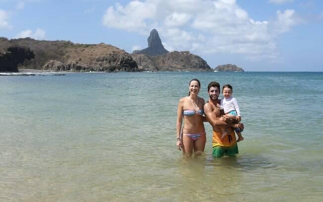 Pedro Scooby com Luana Piovani e o filho, Dom