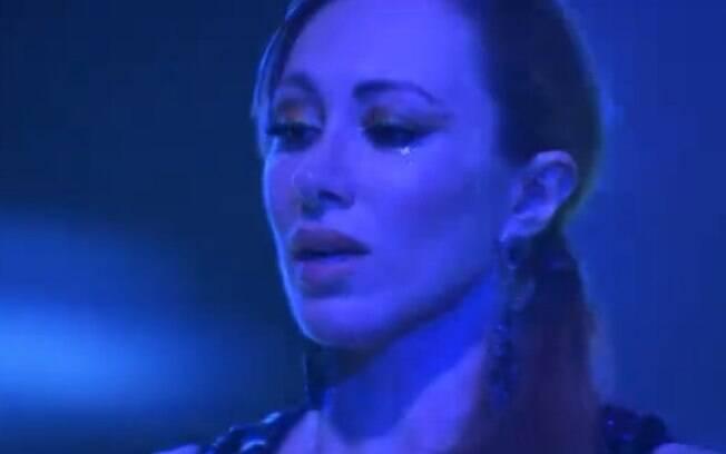 Aline chora ao lembrar de Franciele