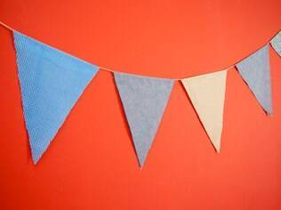 Bandeirinhas de tecido para decorar o casamento