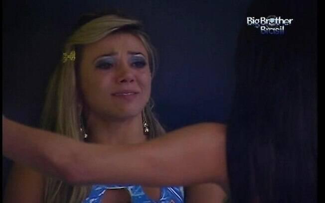 Mama não revela o motivo das lágrimas, mas diz que não vai conquistar o prêmio de R$ 1,5 milhão