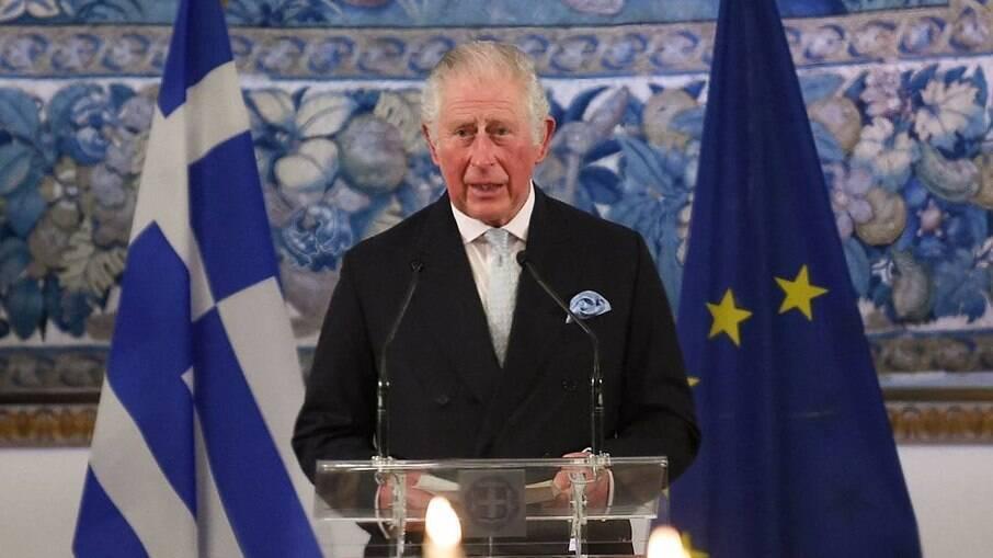 Filho mais velho de Elizabeth, Charles, será o sucessor do trono