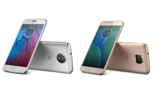 Moto G5S (esquerda) ganhou versão na cor prata; Moto G5S Plus (direita), em ouro rosê