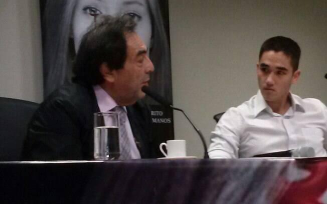O deputado Adriano Diogo, presidente da CPI, questiona aluno da Medicina da USP na Alesp