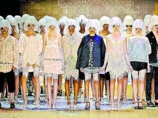 Do Ceará para o mundo.    Desfile de Ronaldo Fraga em 2011 revelou talento de bordadeiras de Passira