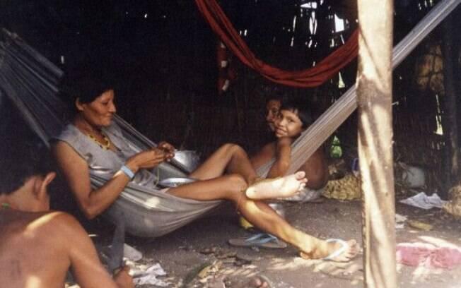 Raro registro de índios Arara em maloca próxima ao rio Iriri feito em 2010 pelo Conselho Indigenista Missionário