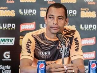 Gilberto Silva parabenizou o Brasil logo após a partida