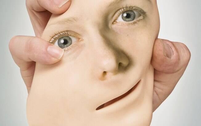 Depois te ter o rosto desconfigurado por conta de uma complicação depois de uma febre, mulher recebe transplante