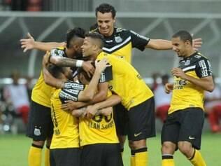 Santos deu indícios que iria golear na Arena Pantanal, mas acabou desacelerando o ritmo