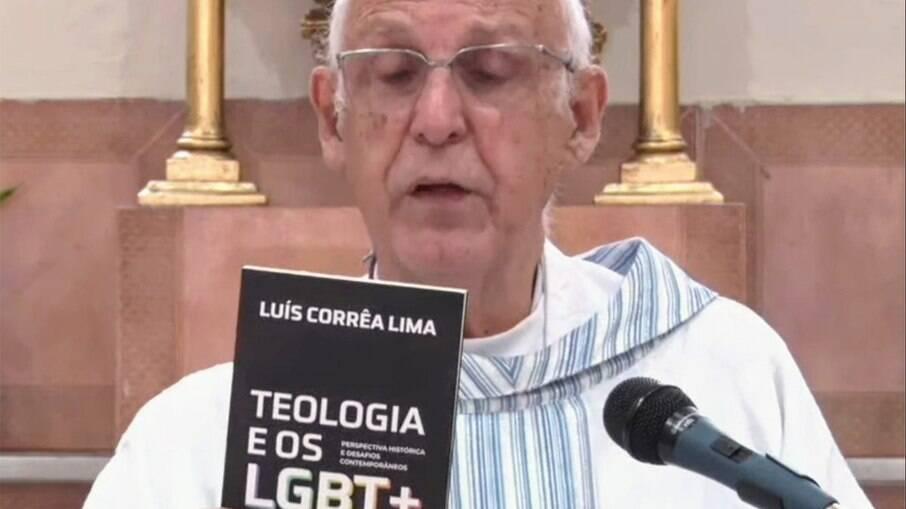Padre Julio Lancellotti é atacado após sugerir leitura com conteúdo LGBTQIA+