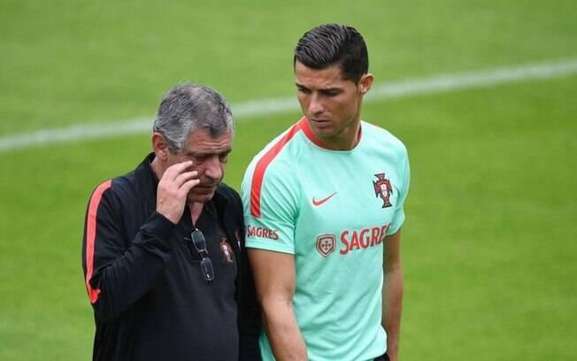 Fernando Santos, técnico de Portugal, defendeu Cristiano Ronaldo das acusações de estupro
