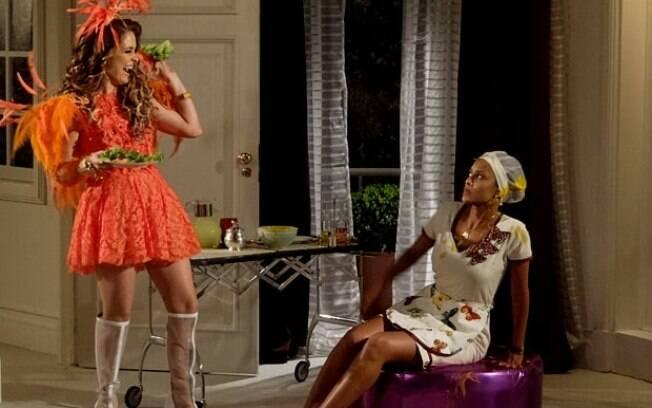 Penha queima o vestido de Chayene e a megera joga sopa na criada