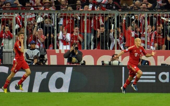 Robben vibra ao marcar o terceiro gol do  Bayern de Munique em cima do Barcelona