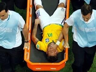 Neymar fraturou a terceira vértebra lombar no jogo entre Brasil e Colômbia, nas quartas de final da Copa do Mundo