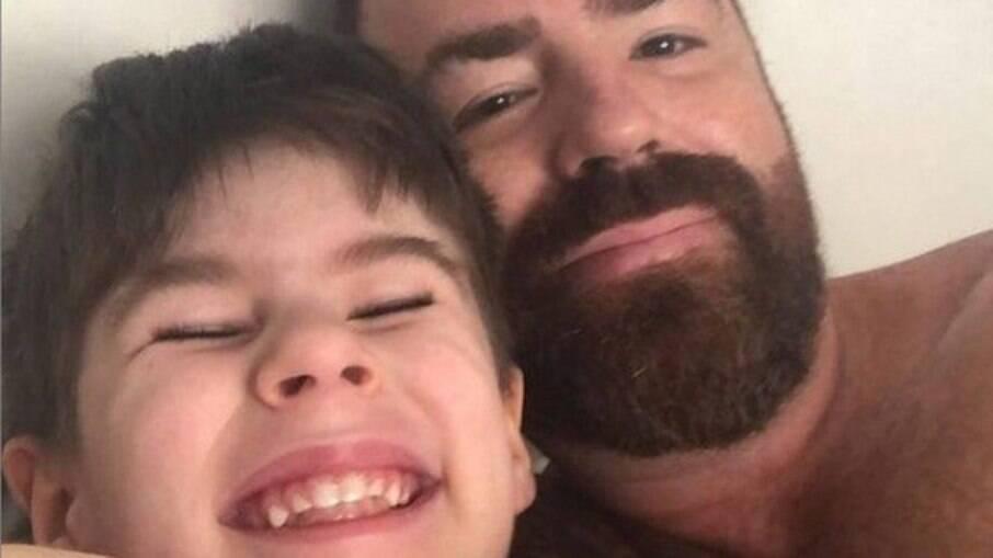 Pai do menino criticou a ex-esposa por não ter tomado nenhuma atitude em relação aos episódios de violência