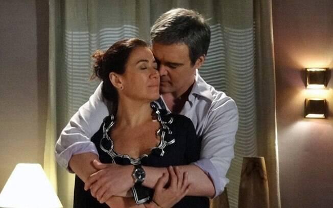 René é carinhoso e Griselda resolve se entregar à ele