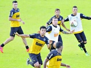 Pressão. Após eliminação da Libertadores e derrotas no Brasileirão, alvinegros querem vitória no clássico para mudar clima tenso do CT