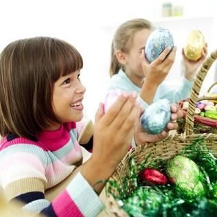 Brincadeiras tornam a entrega dos ovos de Páscoa mais divertida para as crianças