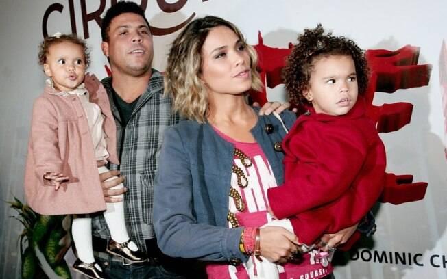 Ronaldo com a mulher, Bia Antony, e as filhas Maria Sophia e Maria Alice