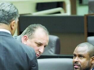 Candidatos.  Joel Moreira (de costas), Wellington Magalhães e Juninho Paim negam oferta de cargos