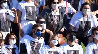 Familiares e amigos homenageiam Paulo Gustavo após cremação