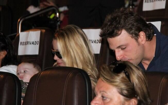 Ex-casal, Danielle Winits e Cássio Reis sentaram lado a lado