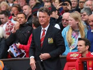 Mesmo com a derrota, Louis Van Gaal foi cumprimentado pelos torcedores do Manchester United
