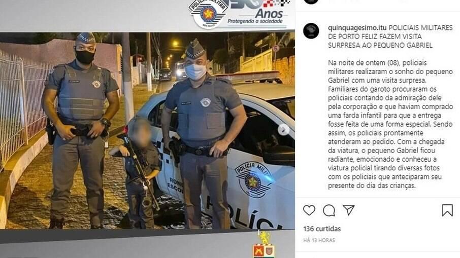 Polícia militar posta fotos com criança segurando arma de brinquedo