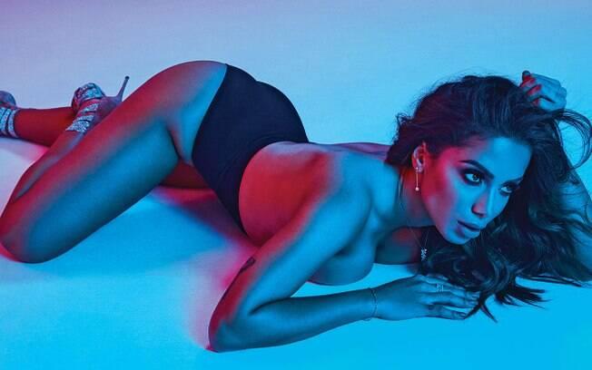 Anitta coloca à tona toda a sua sensualidade durante um ensaio para a revista GQ do México