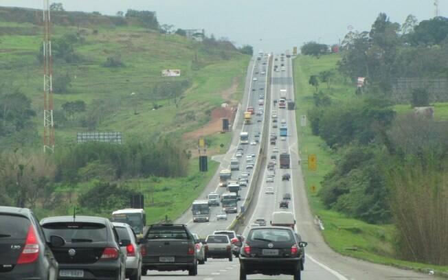 Ainda na Via Dutra a previsão é de que pelo menos 300 mil veículos deixem a cidade de São Paulo em direção ao Rio, nesse feriado de Aparecida
