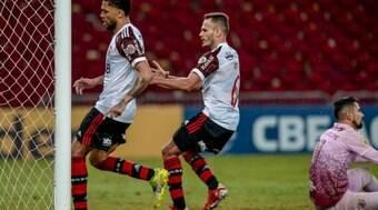 Jogador do Flamengo estuda ir à justiça contra torcedores